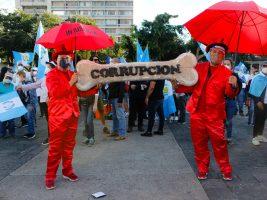 Guatemaltecos protestan por aprobación del presupuesto