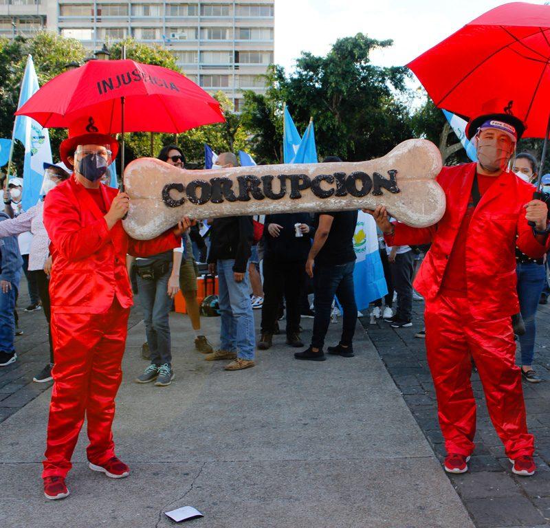 Guatemaltecos protestan contra malas decisiones del Gobierno